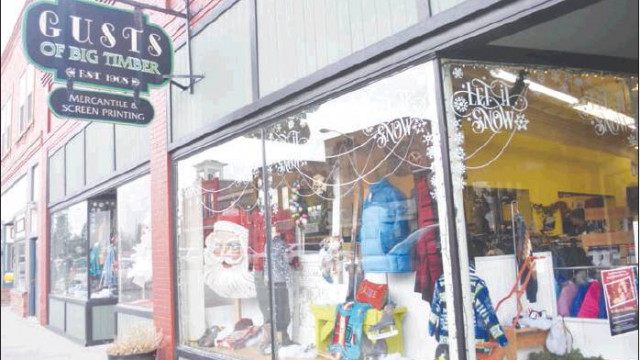 Gust's unveils holiday display